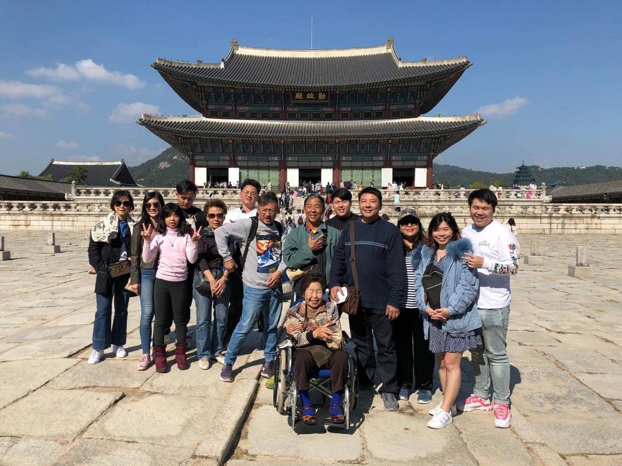 ครอบครัวคุณพรทิพย์ ท่องเที่ยวเกาหลี